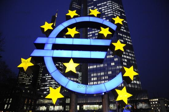 Euro: tra chiacchiere e miti